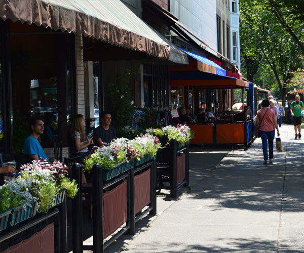 restaurants on broadway in Saratoga Springs
