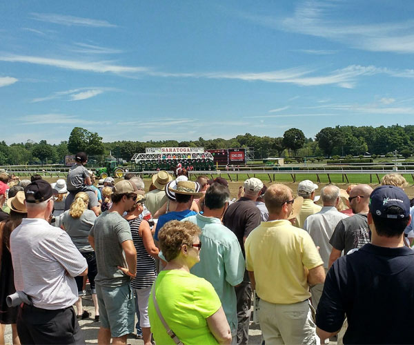 people at saratoga race course