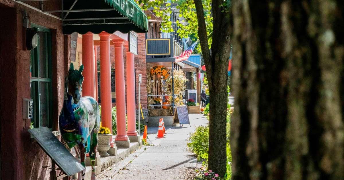 storefronts along beekman street