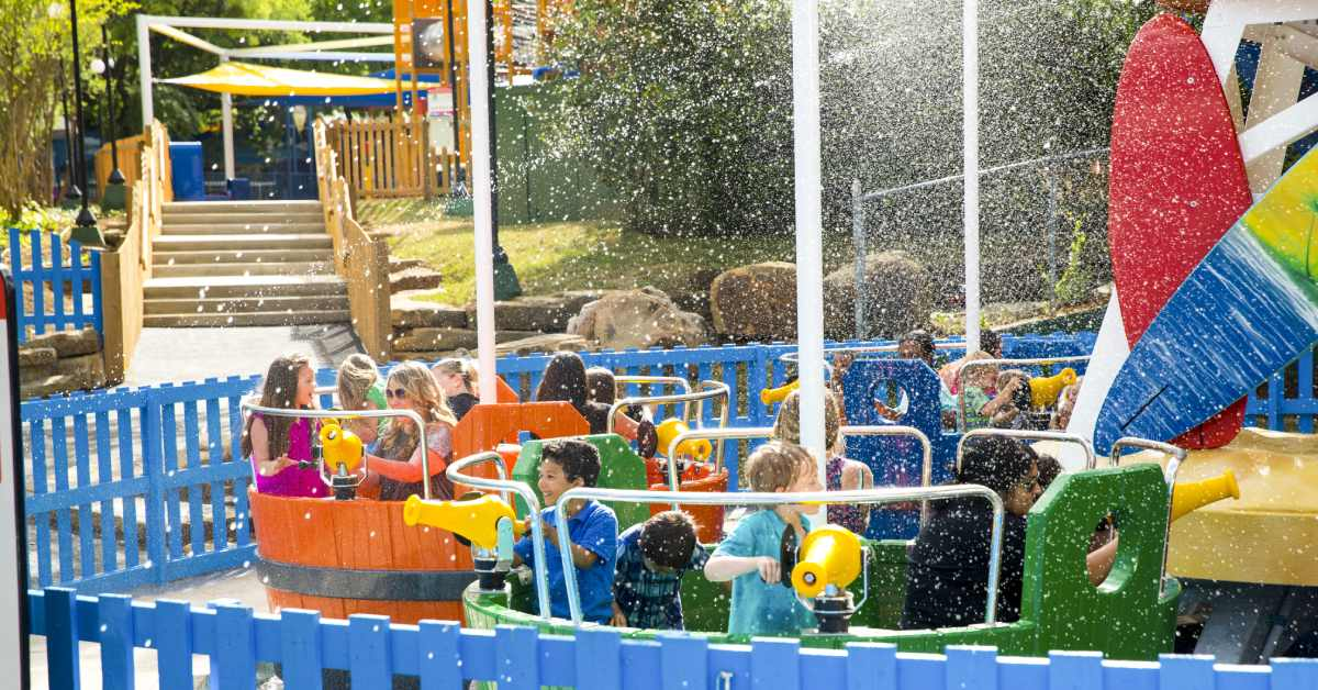 kids playing in the waterpark at great escape