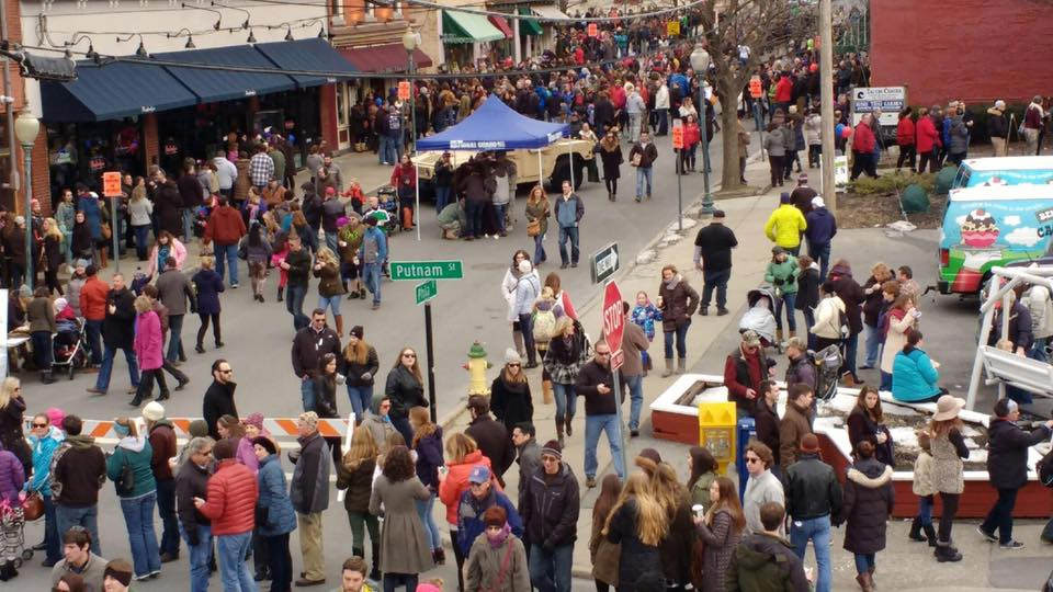 crowd at chowderfest