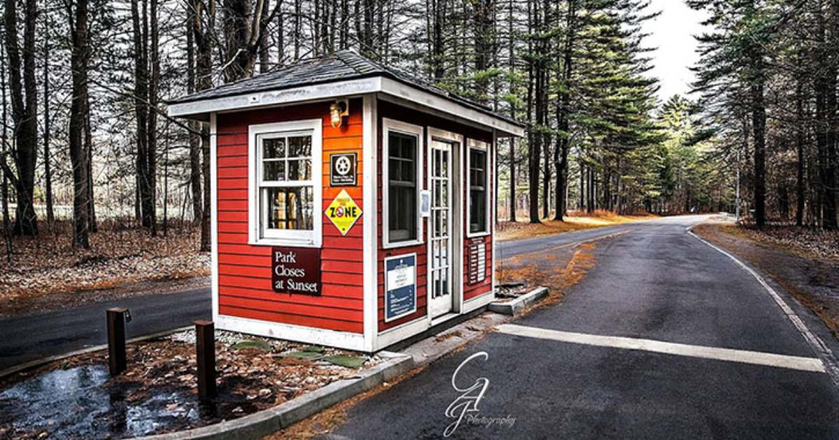 a ticket booth into saratoga spa state park