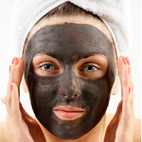 woman wtih spa clay mask