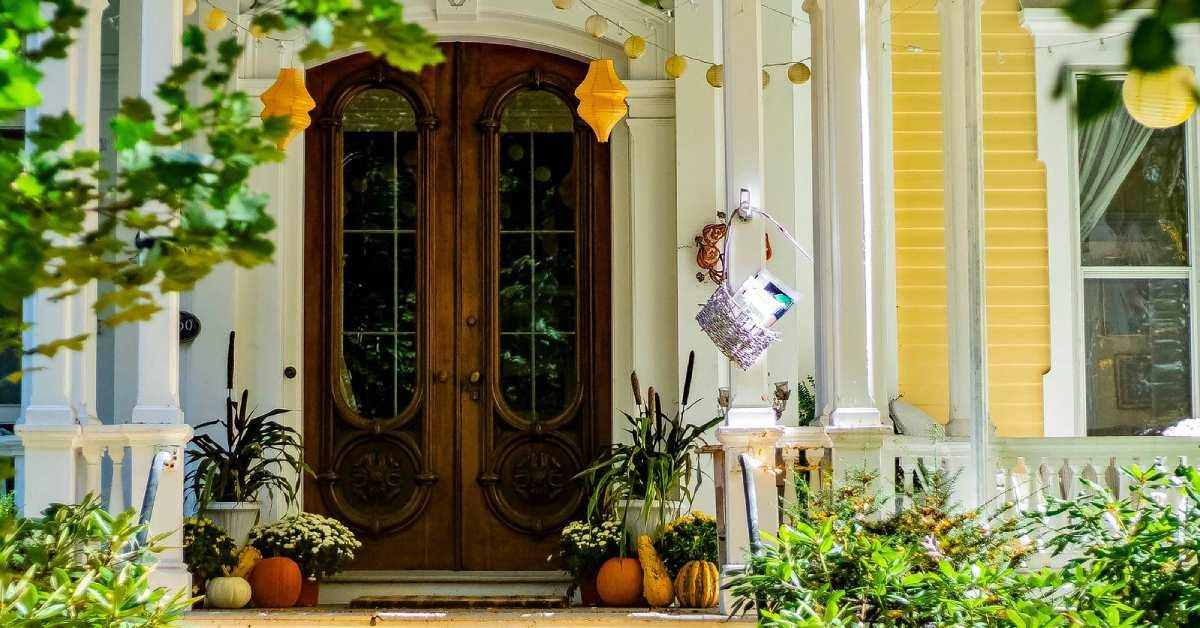 front door of a house on beekman street