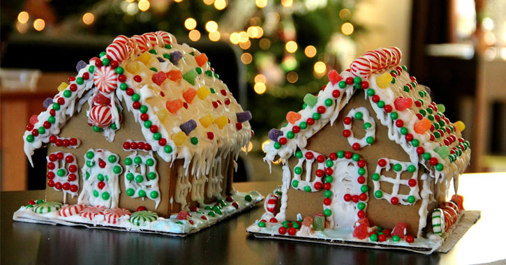 two gingerbreadhouses on display