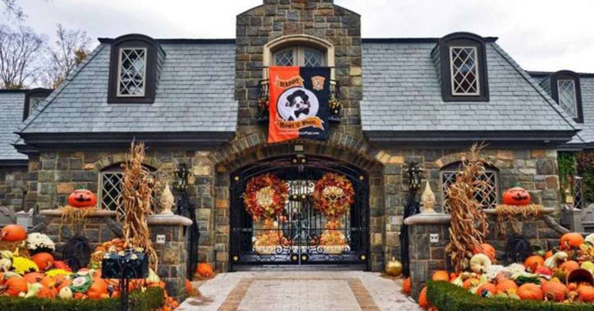 halloween decorated home