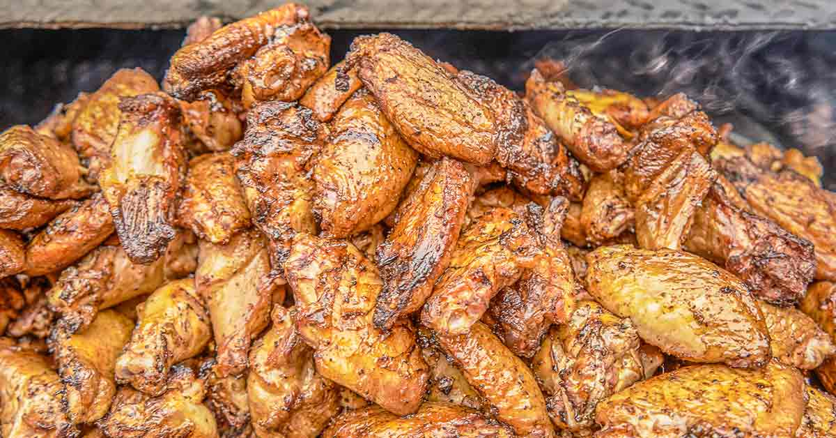 pile of cooked chicken wings
