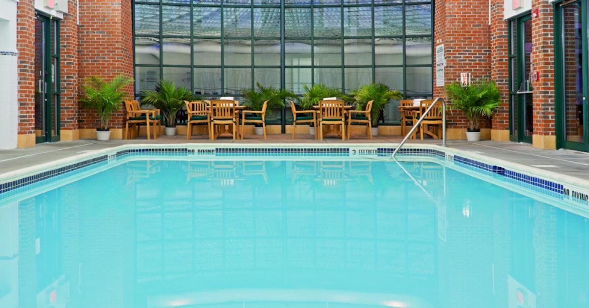 pool at the holiday inn