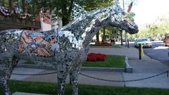 Horse statues in downtown Saratoga