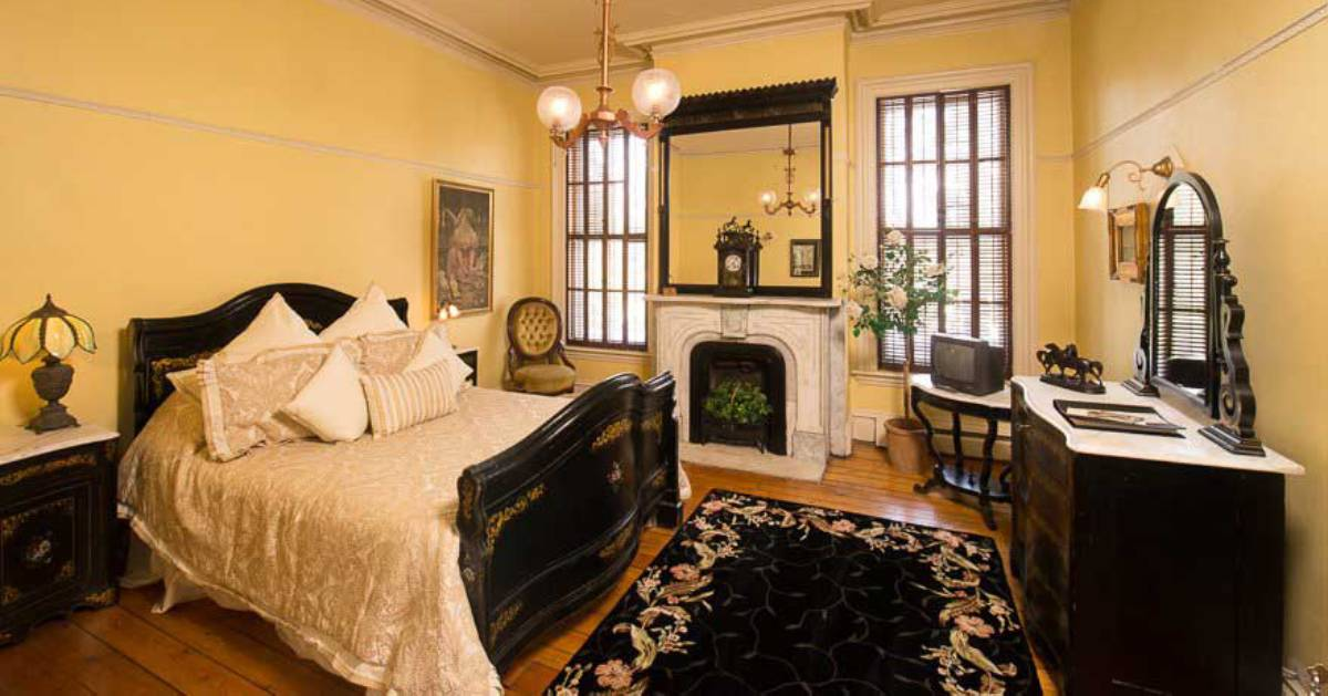 victorian style guest room