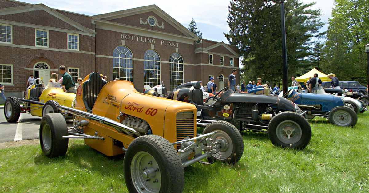 antique cars in front of the saratoga auto museum