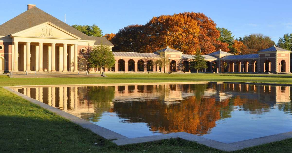 reflecting pool in saratoga spa state park with fall foliage