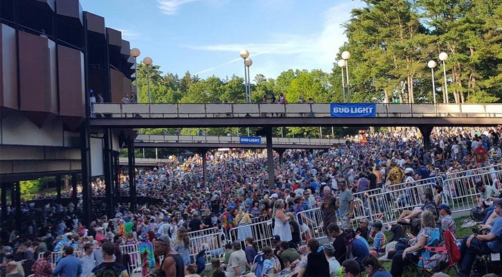 a large crowd at spac