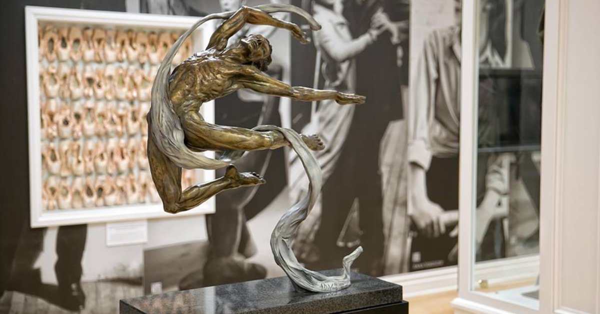 statue of dancer