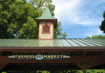 Summer Market In Saratoga - High Rock Ave Pavilions