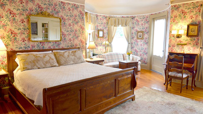 bedroom at the union gables in saratoga springs