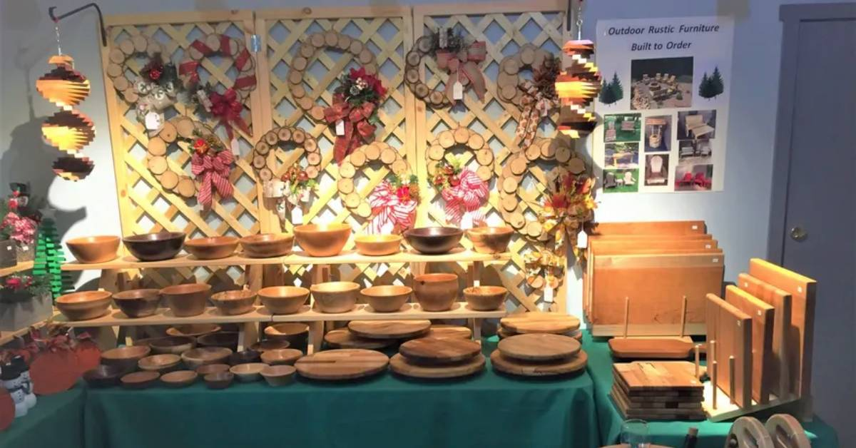wooden bowls, wreaths, and lazy susans on display