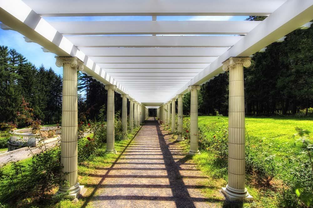 artsy shot of walkway in the gardens