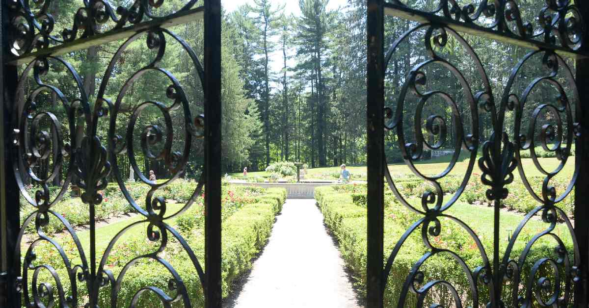 iron gates at yaddo's gardens
