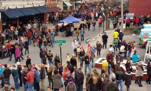 big crowd at chowderfest