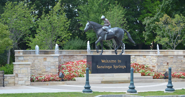 saratoga welcome statue