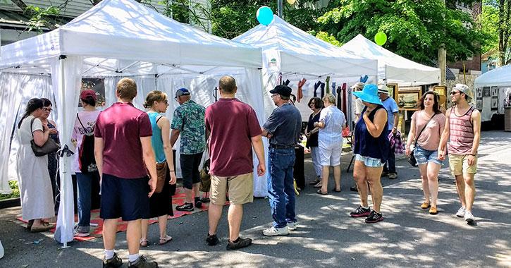 arts fair crowd