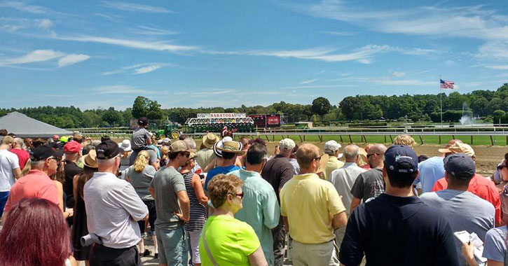 sunny day at saratoga race track